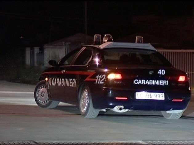 auto dei Carabinieri notturna