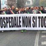 """Oltre un migliaio di persone alla manifestazione in difesa dell'Ospedale """"L. Parodi Delfino"""" di Colleferro [Foto&Video]"""