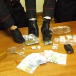 Labico | Valmontone. Nascondevano le dosi in casa dietro maschere tribali. 3 uomini e una ragazza arrestati per droga dai Carabinieri