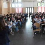 """Colleferro. Incontro degli alunni della scuola media """"Leonardo Da Vinci"""" con la scrittrice Maria Grazia Distefano, autrice del libro """"Via Vita"""""""