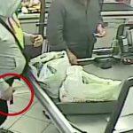 Roma. 20 rapine al supermercato in 3 mesi. 43enne romano tradito da un tatuaggio sul polso. Arrestato da Carabinieri e Polizia di Stato [Video]