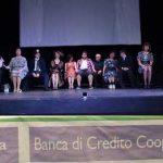 """Colleferro. """"Sold Out"""" per """"Ermòsés Teatro Laboratorio"""" nello spettacolo """"Casting Collolungo"""" al Teatro Vittorio Veneto [Foto]"""