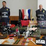 A Latina scoperta dalla GdF una filiera del falso. Sequestrati 2500 capi d'abbigliamento pronti per la vendita online. 4 indagati